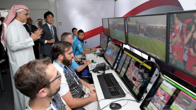 Từ VAR Ngoại hạng Anh đến VAR tại U23 châu Á 2020 - Ảnh 7.