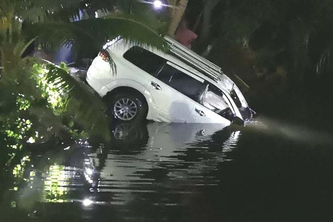Thái Lan: Xe lao xuống kênh, tài xế chết đuối, thị trưởng mất tích - Ảnh 1.