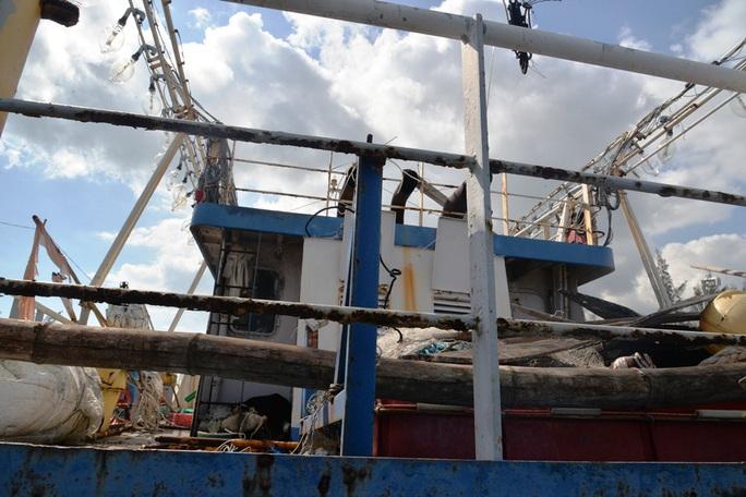 Chùm ảnh: Xót xa cảnh tàu vỏ thép hàng chục tỉ bỏ hư hỏng - Ảnh 9.
