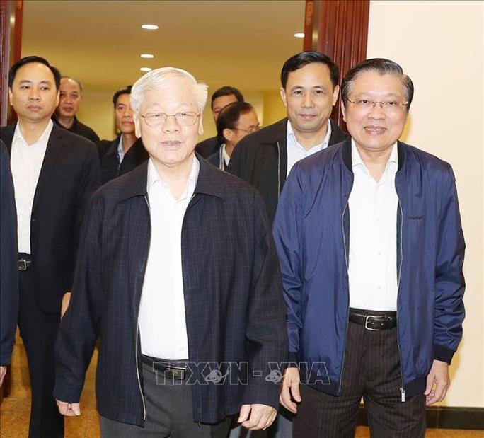 Tổng Bí thư, Chủ tịch nước Nguyễn Phú Trọng chủ trì họp Bộ Chính trị - Ảnh 4.