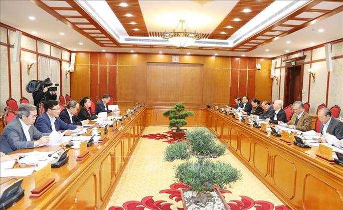 Tổng Bí thư, Chủ tịch nước Nguyễn Phú Trọng chủ trì họp Bộ Chính trị - Ảnh 6.