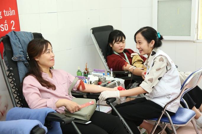 Tặng gói xét nghiệm tầm soát ung thư cho người hiến máu tình nguyện - Ảnh 1.