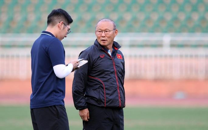 Trợ lí Lê Huy Khoa không phiên dịch cho HLV Park Hang-seo ở VCK U23 châu Á 2020 - Ảnh 1.