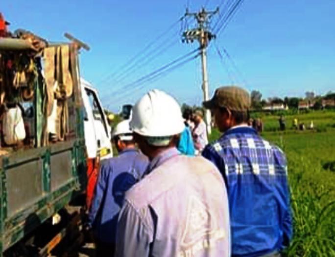 Sửa chữa điện để đón Tết, 1 công nhân bị điện giật tử vong trên trụ - Ảnh 2.