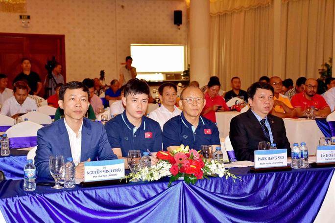 Trợ lí Lê Huy Khoa không phiên dịch cho HLV Park Hang-seo ở VCK U23 châu Á 2020 - Ảnh 3.