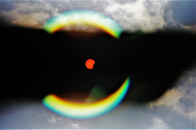 Ngắm nhật thực cuối cùng của thập kỉ bằng kính thiên văn - Ảnh 9.