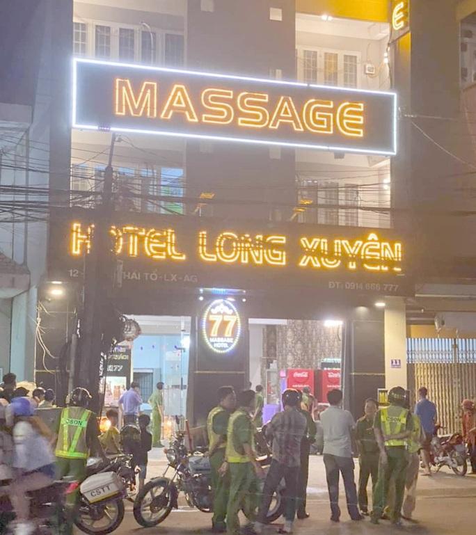 Hình phạt nào đối với nữ nhân viên massage đâm chết khách? - Ảnh 2.