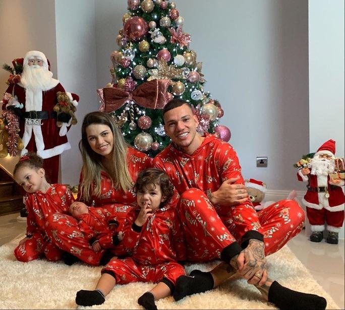 Kỳ nghỉ Giáng sinh đầy sắc màu của sao bóng đá thế giới - Ảnh 6.
