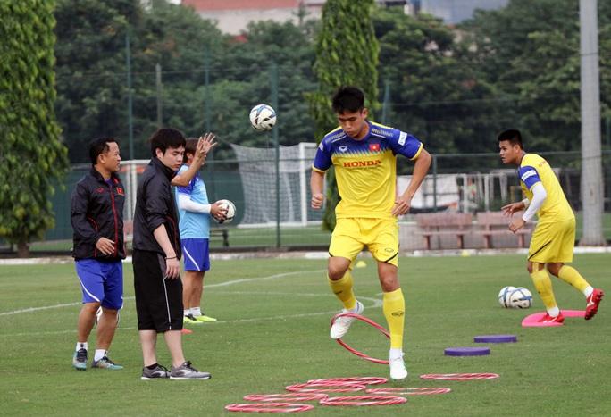 Trợ lí Lê Huy Khoa không phiên dịch cho HLV Park Hang-seo ở VCK U23 châu Á 2020 - Ảnh 2.