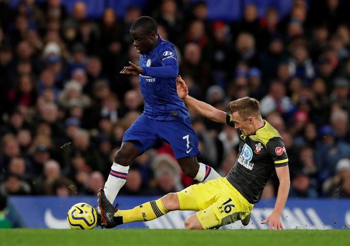 HLV Chelsea nói gì khi gục ngã trên sân nhà, nguy cơ rớt khỏi top 4? - Ảnh 4.