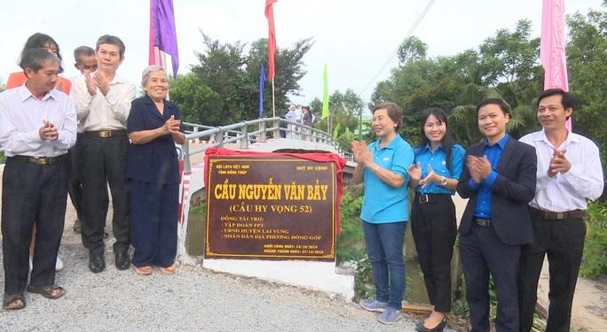 Khánh thành cây cầu mang tên Anh hùng Nguyễn Văn Bảy - Ảnh 1.