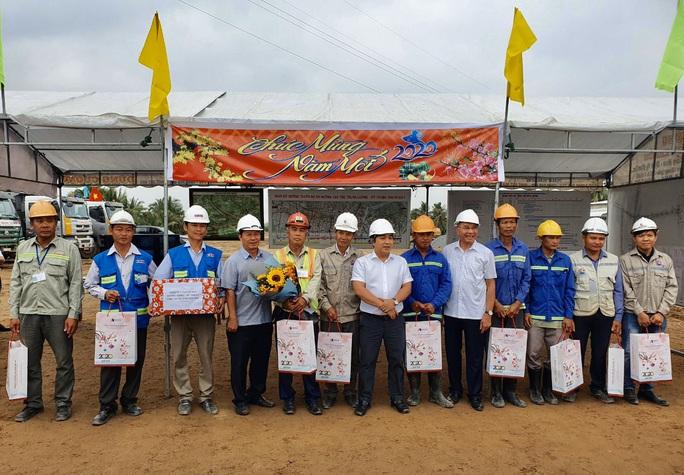 Cao tốc Trung Lương- Mỹ Thuận thi công không nghỉ Tết - Ảnh 1.