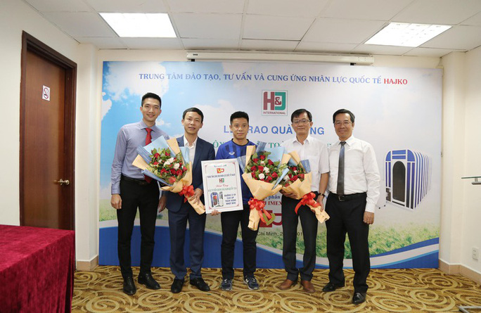 U23 Việt Nam bắt đầu tập 2 buổi/ngày, tìm người thay Đoàn Văn Hậu - Ảnh 2.