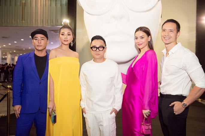 Sơn Tùng M-TP gây chú ý tại triển lãm thời trang Nguyễn Công Trí - Ảnh 3.
