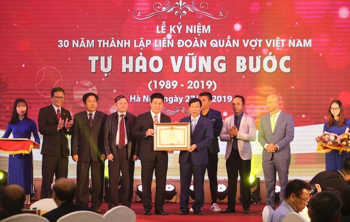 Lý Hoàng Nam nhận bằng khen của Thủ tướng Nguyễn Xuân Phúc, được đầu tư 2 tỉ đồng - Ảnh 4.