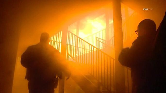 Lao vào chung cư đang cháy để cứu con, 3 cha con cùng chết - Ảnh 4.