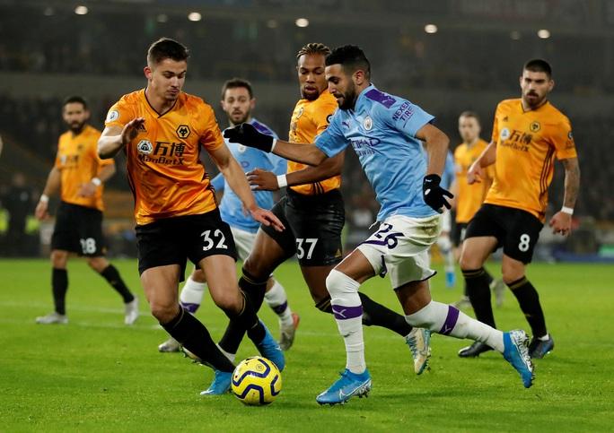 Wolverhampton ngược dòng đẳng cấp, Man City thua tê tái ở Molineux - Ảnh 1.