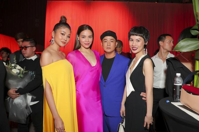 Sơn Tùng M-TP gây chú ý tại triển lãm thời trang Nguyễn Công Trí - Ảnh 4.