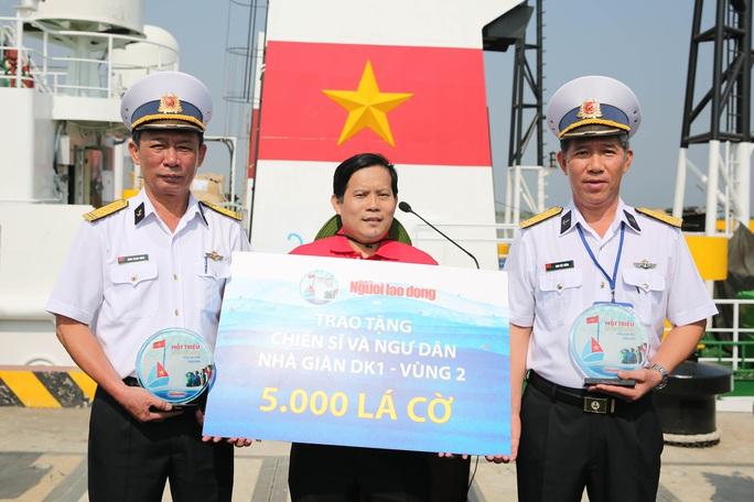 Mang 5.000 lá cờ Tổ quốc đến các Nhà giàn DK1 - Ảnh 6.