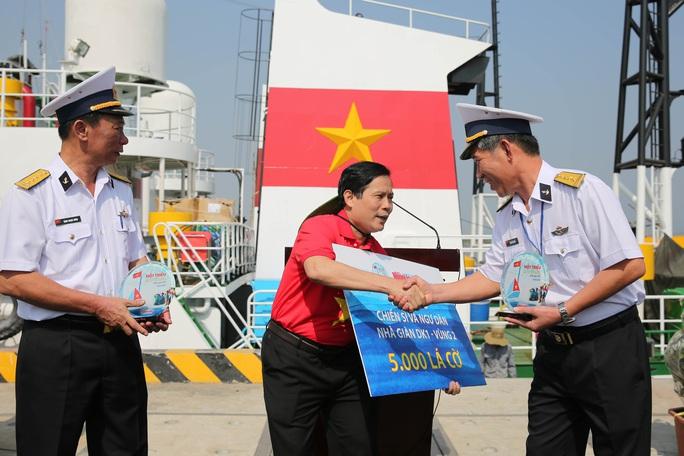 Mang 5.000 lá cờ Tổ quốc đến các Nhà giàn DK1 - Ảnh 5.