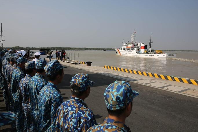 Mang 5.000 lá cờ Tổ quốc đến các Nhà giàn DK1 - Ảnh 9.