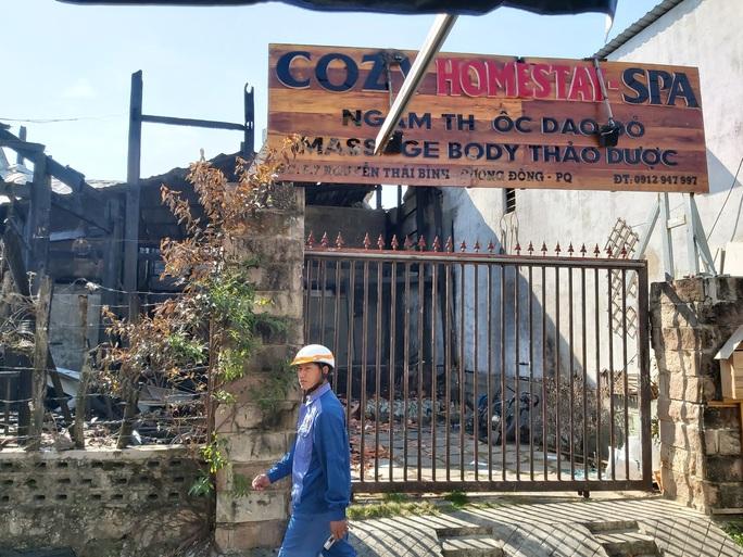CLIP: Hiện trường tan hoang vụ cháy homestay ở Phú Quốc khiến 7 người thương vong - Ảnh 2.