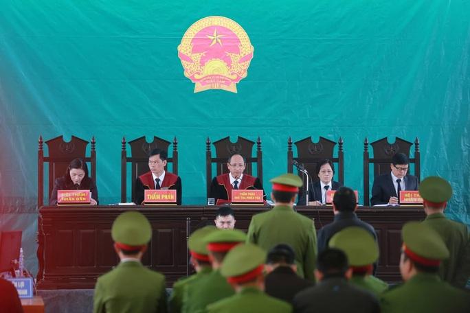 Tòa tuyên 6 án tử hình trong vụ bắt cóc, hiếp dâm, sát hại nữ sinh giao gà ở Điện Biên - Ảnh 1.