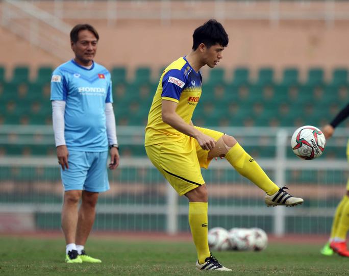 HLV Park Hang-seo gạch tên 3 cầu thủ, Đình Trọng vẫn hồi hộp - Ảnh 2.