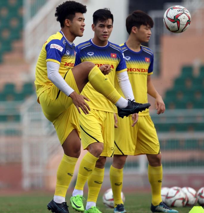 HLV Park Hang-seo gạch tên 3 cầu thủ, Đình Trọng vẫn hồi hộp - Ảnh 1.
