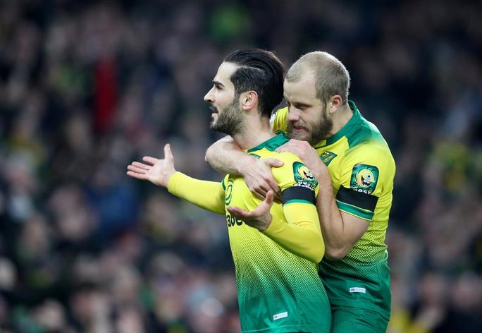 Thoát hiểm nghẹt thở tại Carrow Road, Tottenham lỡ bước vào top 4 - Ảnh 2.