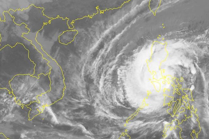 Bão Kammuri giật cấp 17 siêu bão vào Biển Đông - Ảnh 2.