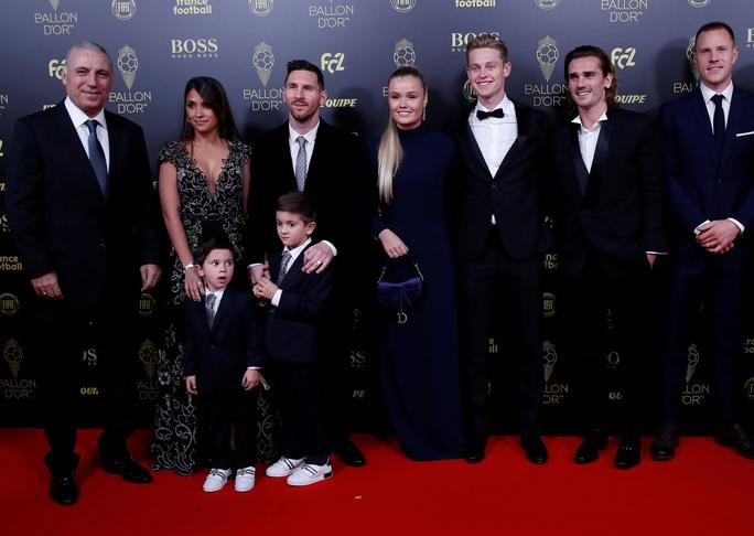 Lionel Messi lưu danh lịch sử với Quả bóng vàng thứ 6 - Ảnh 7.