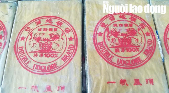 Tiếp tục phát hiện can nhựa chứa 21 gói nghi ma túy dạt biển Thừa Thiên - Huế - Ảnh 3.