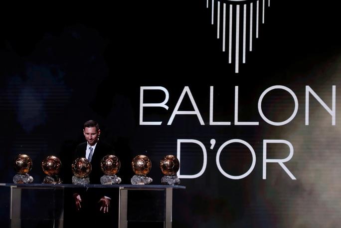 Lionel Messi lưu danh lịch sử với Quả bóng vàng thứ 6 - Ảnh 6.