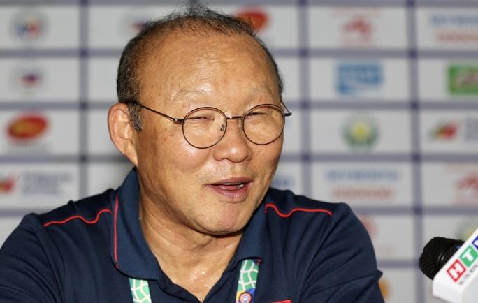 HLV Park Hang-seo tìm kiếm sự cảm thông sau chiến thắng Singapore - Ảnh 2.