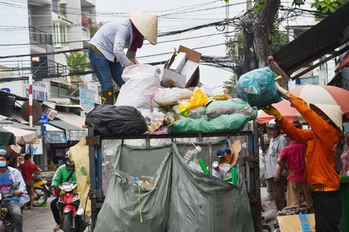 Phó Chủ tịch UBND TP HCM: Công nghệ chôn lấp rác thải sắp bị chôn lấp - Ảnh 1.