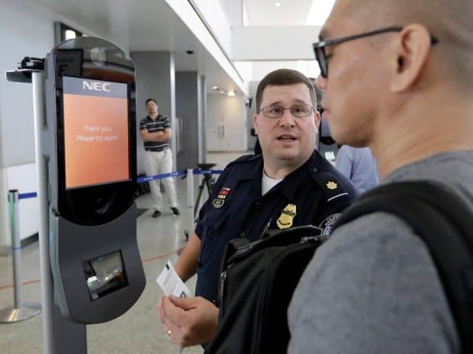 Mỹ muốn siết chặt kiểm soát người ra vào sân bay nước này - Ảnh 1.