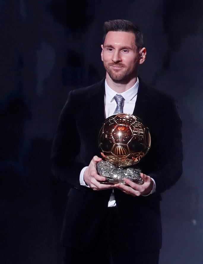 Lionel Messi lưu danh lịch sử với Quả bóng vàng thứ 6 - Ảnh 5.