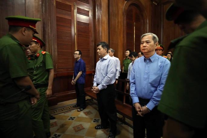 Bị cáo Nguyễn Hữu Tín xin giảm án cho cấp dưới - Ảnh 1.