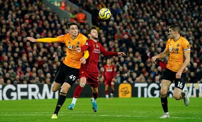 Ngoại hạng Anh sốc nặng khi VAR giải cứu Liverpool - Ảnh 2.