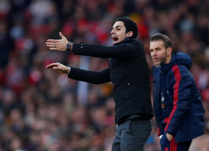 4 phút điên rồ, Arsenal gục ngã sân nhà trước Chelsea - Ảnh 1.