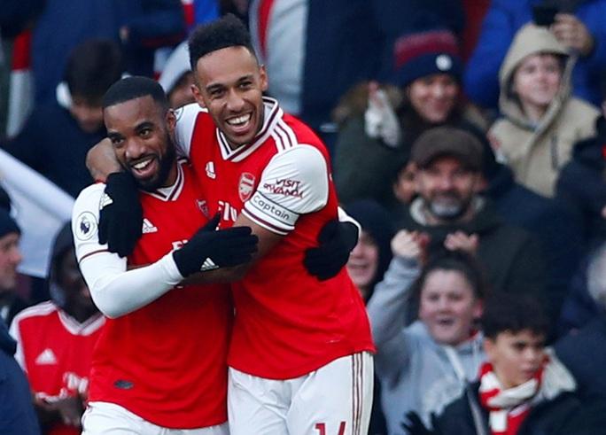 4 phút điên rồ, Arsenal gục ngã sân nhà trước Chelsea - Ảnh 2.