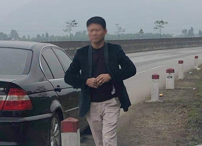 Vi phạm luật giao thông, người đi xe BMW trình giấy tờ báo chí giả để xin xỏ - Ảnh 1.
