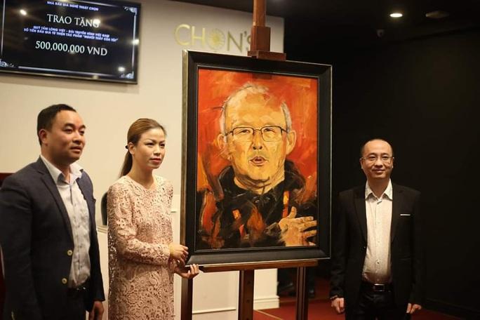 Đấu giá bức tranh HLV Park Hang Seo, thu được 500 triệu đồng làm từ thiện - Ảnh 2.