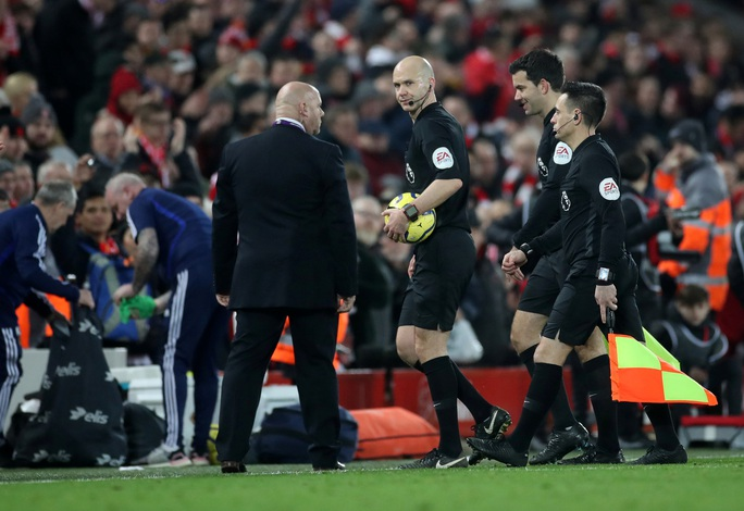 Ngoại hạng Anh sốc nặng khi VAR giải cứu Liverpool - Ảnh 7.