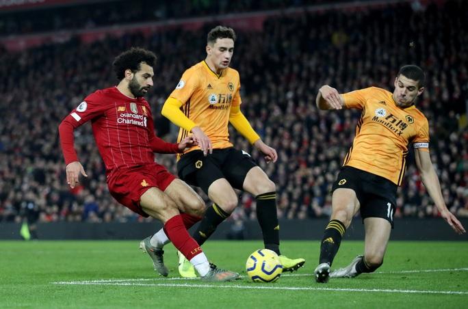 Ngoại hạng Anh sốc nặng khi VAR giải cứu Liverpool - Ảnh 1.
