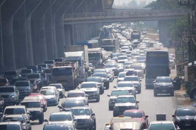 Kẹt xe kinh hoàng 27 km ở Thái Lan - Ảnh 2.