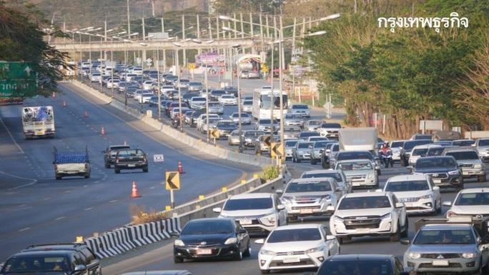 Kẹt xe kinh hoàng 27 km ở Thái Lan - Ảnh 1.