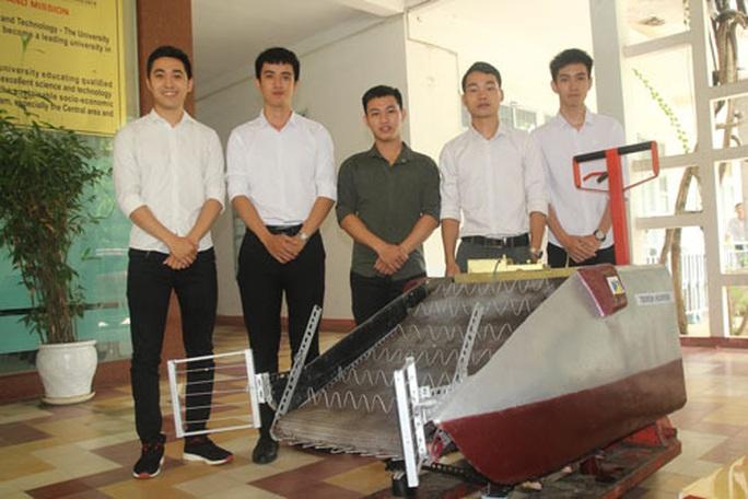 Sinh viên thiết kế máy gom rác đa năng - Ảnh 1.