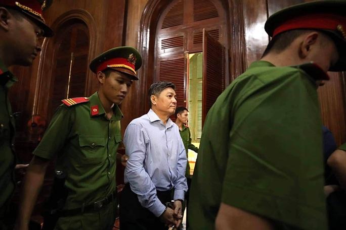 Nguyên Phó chủ tịch UBND TP HCM  Nguyễn Hữu Tín lãnh 7 năm tù - Ảnh 2.